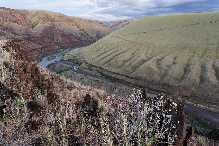 John Day River flowing through canyons of central Oregon desert, Oregon, USA