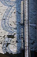 Alte Harburger Elbbrücke im Winter mit Eis auf der Elbe: EUROPA, DEUTSCHLAND, HAMBURG, (EUROPE, GERMANY), 04.02.2012:Alte Harburger Elbbrücke im Winter mit Eis auf der Elbe