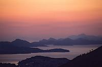Europe/Croatie/Dalmatie/Dubrovnik: Soleil couchant sur les Iles du Sud de la Côte Adriatique