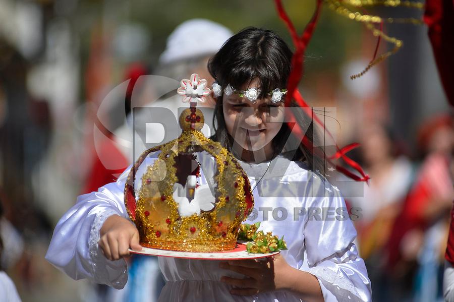 SÃO LUIZ DO PARAITINGA, SP, 20.05.2018 - FESTA DO DIVINO - Apresentação de grupos de Congada, Moçambique durante a Festa do Divino de São Luiz do Paraitinga, neste domingo, 20 . (Foto: Levi Bianco/Brazil Photo Press)