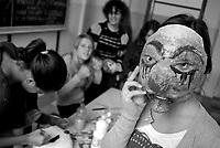 Milano, occupazione e autogestione del Liceo Artistico Statale di Brera per protestare contro la riforma dell'istruzione.  Preparazione di maschere da portare in manifestazione --- Milan, occupation and self-management of Brera art high school as a protest against the school reform. Preparation of masks to take to demonstrations