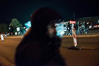 """Nach den pogromartigen Ausschreitungen gegen eine Fluechtlinsunterkunft im saechschen Heidenau am Freitag den 21. August 2015 durch Anwohnerinnen der Ortschaft, kamen am Samstag de 22. August 2015 ca. 250 Menschen in die Ortschaft um ihre Solidaritaet mit den Gefluechteten zu zeigen.<br /> Am Vorabend hatten Rassisten, Nazis und Hooligans sich zum Teil Strassenschlachten mit der Polizei geliefert um zu verhindern, dass Fluechtlinge in einen umgebauten Baumarkt einziehen. Ueber 30 Polizisten wurden dabei verletzt.<br /> Bis in die Abendstunden des 22. August blieb es trotz spuerbarer Anspannung um die Unterkunft ruhig. Im Laufe des Tages wurden immer wieder Gefluechtete mit Reisebussen gebracht was von den wartenenden Heidenauern mit Buh-Rufen begleitet wurde. Vereinzelt wurde auch """"Sieg Heil"""" gerufen, was die Polizei jedoch nicht verfolgte.<br /> Kurz vor 23 Uhr griffen Nazis und Hooligans wie am Vorabend die Polizei mit Steinen, Flaschen, Feuerwerkskoerpern und Baustellenmaterial an. Die Polizei mussten mehrfach den Rueckzug antreten, scheuchte den Mob dann von der Fluechtlingsunterkunft weg. Dabei wurden auch wieder Traenengasgranaten verschossen. Mindestens ein Nazi wurde festgenommen.<br /> Im Bild: Beamte der saechsichen Bundespolizei fluechten vor den Angreifern.<br /> 22.8.2015, Heidenau/Sachsen<br /> Copyright: Christian-Ditsch.de<br /> [Inhaltsveraendernde Manipulation des Fotos nur nach ausdruecklicher Genehmigung des Fotografen. Vereinbarungen ueber Abtretung von Persoenlichkeitsrechten/Model Release der abgebildeten Person/Personen liegen nicht vor. NO MODEL RELEASE! Nur fuer Redaktionelle Zwecke. Don't publish without copyright Christian-Ditsch.de, Veroeffentlichung nur mit Fotografennennung, sowie gegen Honorar, MwSt. und Beleg. Konto: I N G - D i B a, IBAN DE58500105175400192269, BIC INGDDEFFXXX, Kontakt: post@christian-ditsch.de<br /> Bei der Bearbeitung der Dateiinformationen darf die Urheberkennzeichnung in den EXIF- und  IPTC-Daten nicht entfernt """