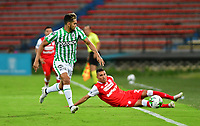 MEDELLÍN - COLOMBIA, 17-01-2021: Andres Andrade del Atlético Nacional  disputa el balón conel Independiente Santa Fe durante partido entre Atlético Nacional y El Independiente Santa Fe por la fecha 1 de la Liga BetPlay DIMAYOR 2021 jugado en el estadio Atanasio Girardot de la ciudad de Medellín. /Andres Andrade of Atletico Nacional vies for the ball with Independiente Santa Fe during match between Atletico Nacional and Independiente Santa Fe for the date 1 as part of BetPlay DIMAYOR League 2021 played at Atanasio Girardot stadium in Medellin city.  Photo: VizzorImage / Luis Benavides / Contribuidor