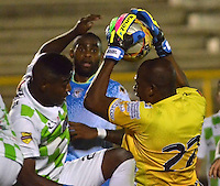 TUNJA -COLOMBIA, 8-NOVIEMBRE-2015. Wiilder Mosquera guardameta de Jaguares de Córdoba en accion de juego entre los equipos Boyacá Chico y Jaguares de Córdoba  partido por la fecha 19 de la Liga Aguila II 2015 jugado en el estadio La Independencia de Tunja  ./ Wilder Mosquera goalkeeper of Jaguares of Cordoba in action agaisnt  game between Boyaca Chico and Jaguares de Cordoba  match between Boyaca Chico vs Jaguares de Cordoba  date 19 of the Aguila League II 2015 played at La Independencia  stadium in Tunja . Photo: VizzorImage / Cesar Melgarejo   / Contribuidor