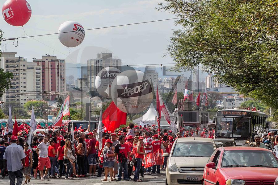 SÃO PAULO, SP, 16.08.2015 - PROTESTO-SP - Ato em apoio ao PT em frente ao Instituto Lula no bairro do Ipiranga na região sul da cidade de São Paulo na tarde deste domingo, 16.(Foto: Renato Mendes / Brazil Photo Press)