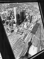 CN Tower, View from space deck<br /> <br /> Photo : Boris Spremo - Toronto Star archives - AQP