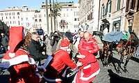 Animalisti vestiti da Babbo Natale vengono alle mani coi vetturini delle botticelle, durante una protesta in Piazza di Spagna, Roma, 13 dicembre 2010..Animal rights activists wearing Santa Claus costumes riot drivers of botticelle, typical horse-drawn carriages, during a protest in Spain's Square, Rome, 13 December 2010..© UPDATE IMAGES PRESS/Riccardo De Luca