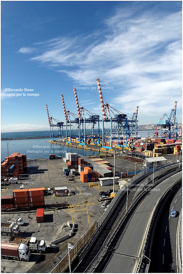 - NAPOLI 28 MAR  2014 -  Napoli Porto industriale