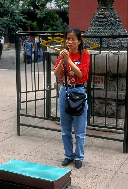 Woman, visitor to Lama Temple (Yonghegong), Beijing, Beijing Municipality, China, Asia