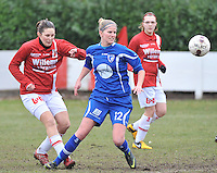 AA Gent Ladies - RAEC Mons : Sien Leemans in duel met Sophie Buysse (links).foto Joke Vuylsteke / Vrouwenteam.be