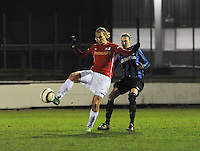 Club Brugge Vrouwen - PSV Eindhoven :<br /> <br /> Lisanne Vermeulen (L) is sneller op de bal dan Heleen Jaques (R)<br /> <br /> foto Dirk Vuylsteke / Nikonpro.be