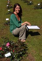 Sveva Sagramola, giornalista. Sveva Sagramola, journalist. .Il Roseto Comunale si affaccia sul Circo Massimo. In un'area di circa 10.000 metri quadrati si trovano circa 1.100 diverse specie di rose. Il parco è aperto al pubblico da maggio. Nel 1950 il comune, con il consenso della comunità ebraica, decise di ricreare il roseto nell'area attuale, che aveva ospitato dal 1645 il cimitero ebraico, spostato nel 1934 in un settore del cimitero del Verano. .Municipal rose garden is near Circo Massimo. In an area of 10,000 square meters are located about 1,100 different species of roses. The park is open to the public by May. In this place since 1645 was the Jewish cemetery. .In 1934 he was moved to an area of the cemetery of Verano. .After the war, in 1950 the town, with the consent of the Jewish community, decided to recreate the rose garden. ...