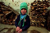 SARAJEVO / BOSNIA 1992.LA DURA VITA DEI BAMBINI DURANTE I LUNGHI ANNI DELL'ASSEDIO..FOTO LIVIO SENIGALLIESI..SARAJEVO / BIH 1992.EVERYDAY LIFE OF CHILDREN DURING THE SIEGE..PHOTO LIVIO SENIGALLIESI