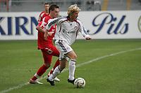 Jakob Engelmann (FC Bayern M¸nchen) zieht an Simon Riebel (FSV Mainz 05) vorbei