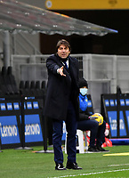 Football Soccer: Tim Cup Quarter Finals InternazionaleMIlan vs Milan, Giuseppe Meazza Stadium (San Siro) Milan, on January 26, 2021.<br /> Inter's coach Antonio Conte speaks to his players during the Italian Tim Cup football match between Inter  and Milan at the Giuseppe Meazza stadium in Milan, January 26, 2021.<br /> UPDATE IMAGES PRESS/Isabella Bonotto