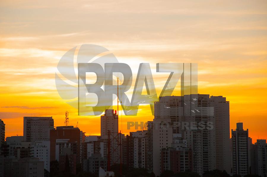 SÃO PAULO-SP-03.12.2014- FIM DE TARDE - Fim de Tarde na Avenida Ibirapuera.Região sul da cidade de São Paulo no fim da tarde dessa quinta-feira,03.(Foto:Kevin David/Brazil Photo Press)