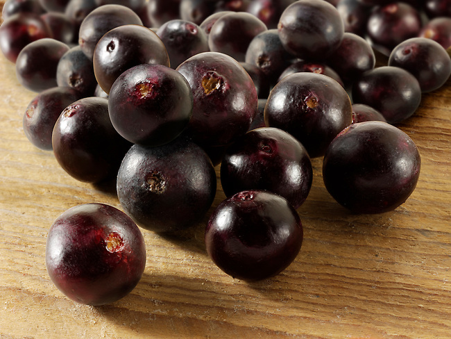 Photos, images & pictures of the acai berries the super fruit anti oxident from the Amazon. Acai berries has been associated with helping weight loss. Stockfotos & images