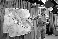 - The Us navy Roosevelt aircraft carrier in navigation in the Mediterranean Sea (April 1989); briefing on the ship's course<br /> <br /> - La portaerei Roosevelt dell'US Navy in navigazione nel mar Mediterraneo  (aprile 1989); briefing sulla rotta della nave