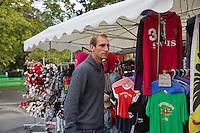 Swiss, Genève, September 14, 2015, Tennis,   Davis Cup, Swiss-Netherlands, Thiemo de bakker checking out a souvenir shop<br /> Photo: Tennisimages/Henk Koster