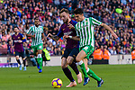 Ivan Rakitic of FC Barcelona (L) competes for the ball with Marc Bartra Aregall of Real Betis during the La Liga 2018-19 match between FC Barcelona and Real Betis at Camp Nou, on November 11 2018 in Barcelona, Spain. Photo by Vicens Gimenez / Power Sport Images