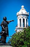 Dominikanische Republik, Santo Domingo: Kolumbus Statue im Parque Colón und Rathausturm | Dominican Republic, Santo Domingo: statue of Christopher Columbus at Parque Colón and city hall tower