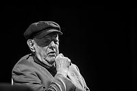 Dario Fo, Dario Fo (Sangiano, 24 marzo 1926 – Milano, 13 ottobre 2016[1]) è stato un drammaturgo, attore, regista, scrittore, autore, illustratore, pittore, scenografo e attivista italiano<br /> <br /> Vincitore del premio Nobel per la letteratura nel 1997