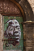 Afrique/Afrique du Nord/Maroc/Essaouira: Sur une porte  de la médina, portait d'un musicien de musique Gnaoua