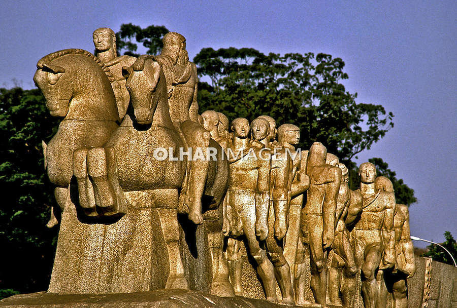 Monumento as Bendeiras no Parque do Ibirapuera. São Paulo. 1997. Foto de Juca Martins.