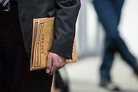 68. Sitzungs des NSA-Untersuchungsausschuss des Deutschen Bundestages. Geladen war fuer die Ausschusssitzung der Sachverstaendige (Sonderermittler) der Bundesregierung, Dr. Kurt Graulich.<br /> Im Bild: Aktenmappe eines Ausschussteilnehmers.<br /> 5.11.2015, Berlin<br /> Copyright: Christian-Ditsch.de<br /> [Inhaltsveraendernde Manipulation des Fotos nur nach ausdruecklicher Genehmigung des Fotografen. Vereinbarungen ueber Abtretung von Persoenlichkeitsrechten/Model Release der abgebildeten Person/Personen liegen nicht vor. NO MODEL RELEASE! Nur fuer Redaktionelle Zwecke. Don't publish without copyright Christian-Ditsch.de, Veroeffentlichung nur mit Fotografennennung, sowie gegen Honorar, MwSt. und Beleg. Konto: I N G - D i B a, IBAN DE58500105175400192269, BIC INGDDEFFXXX, Kontakt: post@christian-ditsch.de<br /> Bei der Bearbeitung der Dateiinformationen darf die Urheberkennzeichnung in den EXIF- und  IPTC-Daten nicht entfernt werden, diese sind in digitalen Medien nach §95c UrhG rechtlich geschuetzt. Der Urhebervermerk wird gemaess §13 UrhG verlangt.]