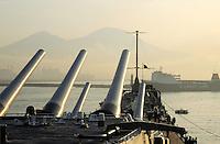 - the Missouri battleship enters in the port of Naples....- la corazzata Missouri entra nel porto di Napoli..