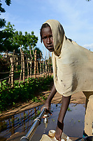 CHAD, Goz Beida, refugee camp Djabal for refugees from Darfur, Sudan, refugee girl fetch water from pipe / TSCHAD, Goz Beida, Fluechtlingslager Djabal fuer Fluechtlinge aus Darfur, Sudan