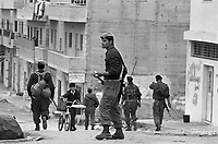 - Israeli soldiers patrol  the Ramallah town....- militari israeliani in pattuglia nella città di  Ramallah