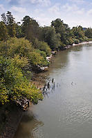 Europe/France/Aquitaine/64/Pyrénées-Atlantiques/Pays-Basque/Bayonne: Les Bords de la Nive à la PLaine d'Ansot -<br /> La Plaine d'Ansot est une zone naturelle protégée de 100 hectares située aux portes du centre ville de Bayonne.<br /> Elle permet de découvrir la richesse des écosystèmes spécifiques aux zones humides à travers des sentiers pédagogiques à thème : écologie, faune, flore, eau, vie dans les barthes.<br /> Au cœur de la plaine, la Maison des barthes propose information et expositions permanente et temporaire