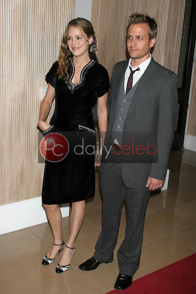 Jacinda Barrett and Gabriel Macht<br />at the Friends of the Los Angles Free Clinic Annual Dinner Gala. Beverly Hilton Hotel, Beverly Hills, CA. 11-20-06<br />Dave Edwards/DailyCeleb.com 818-249-4998
