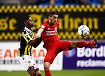 Nederland, Arnhem, 18 december 2015<br /> Eredivisie<br /> Seizoen 2015-2016<br /> Vitesse-FC Twente<br /> Hakim Ziyech, aanvoerder van FC Twente en Kelvin Leerdam strijden om de bal