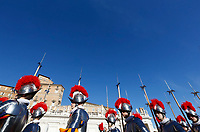 Vatican City, 25th December, 2018. Vatican Swiss Guards march in St. Peter's Square before the Pope Francis' Urbi et Orbi (In Latin 'to the city and to the world' ) Christmas' day blessing from the central loggia of St. Peter's Basilica.<br /> © Riccardo De Luca UPDATE IMAGES/ Alamy Live News