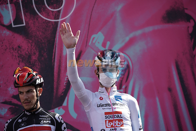 Harm Vanhoucke (BEL) Lotto Soudal wearing the Maglia Bianca at sign on before the start of Stage 10 of the 103rd edition of the Giro d'Italia 2020 running 177km from Lanciano to Tortoreto, Italy. 13th October 2020.  <br /> Picture: LaPresse/Gian Mattia D'Alberto | Cyclefile<br /> <br /> All photos usage must carry mandatory copyright credit (© Cyclefile | LaPresse/Gian Mattia D'Alberto)
