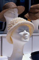 Geschäft mit Hüten in Fira, Insel Santorin (Santorini), Griechenland, Europa
