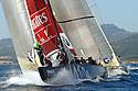 Louis Vuitton Trophy La Maddalena 30 maggio 2010. Emirates Team New Zealand e BMW Oracle impegnati in un giro di boa ravvicinato durante la prima fase dell'evento il cosiddetto round robin