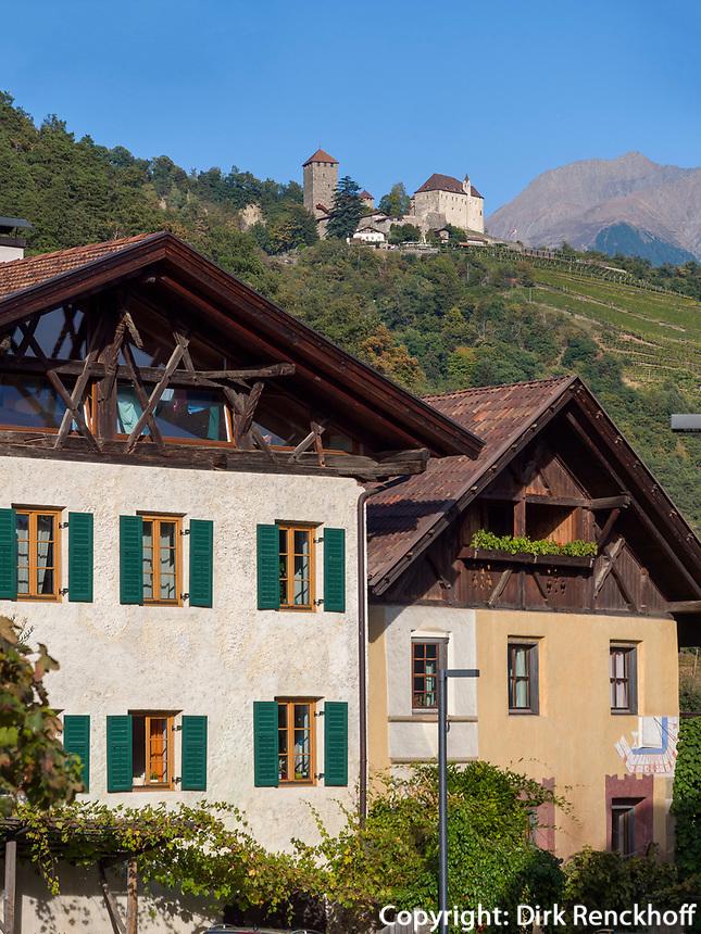 Schloss Tirol,  Dorf Algund bei Meran, Region Südtirol-Bozen, Italien, Europa<br /> Castle Tyrol and Lagundo village near Merano, Region South Tyrol-Bolzano, Italy, Europe
