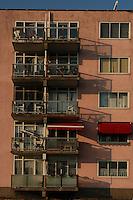AMSTERDAM-HOLANDA-  Vista de un edificio de vivienda cenca del puerto./ View of an apartment building near to the  port.  Photo: VizzorImage/STR