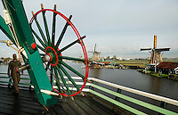 Zaanse Schans- Molen de Kat. Verfmolen. In de molen worden o.a.  pigmentpoeders gemaakt.