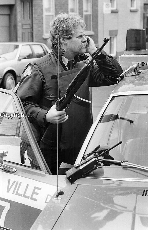 1984 FILE PHOTO - ARCHIVES -<br /> <br /> Jean-Claude Nadeau Hostage Incident. Quebec City, Quebec<br /> <br /> 1984<br /> <br /> PHOTO : Boris Spremo - Toronto Star Archives - AQP