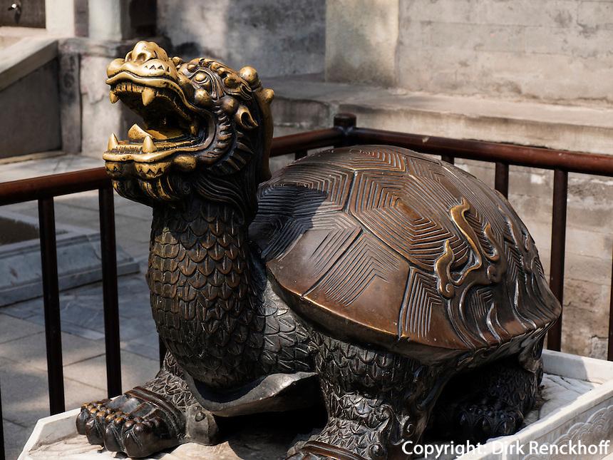 Bronze-Schildkröte im BeiHai Park, Peking, China, Asien<br /> Bronze turtle in Beihai Park, Beijing, China, Asia