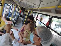 Olinda (PE), 20/07/2021 - Vacina-Pernambuco - O Expresso da Vacina, resultado de uma parceria da Secretaria de Saúde de Olinda com a Empresa Conorte, realiza vacinação em Olinda nesta terça-feira (20), na Associação de Moradores do Bairro Novo, na Praça Vitoriano Regueira, no ParCão. Serão vacinadas contra a Covid pessoas a partir dos 37 anos.