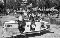 Au parc Belmont : dans les manèges. Juillet 1953.
