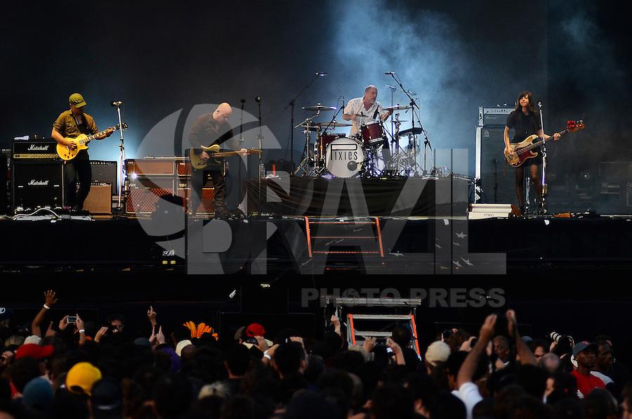 SÃO PAULO, SP, 06.04.2014 - LOLLAPALOOZA 2014 - SHOW PIXIES- A banda Pixies se apresenta no segundo dia do Festival Lollapalooza 2014, realizado no Autódromo de Interlagos, zona sul de São Paulo na tarde deste domingo (06). (Foto: Levi Bianco / Brazil Photo Press).
