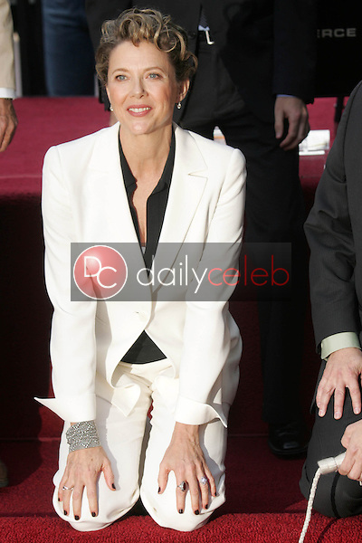 Annette Bening<br />at the ceremony honoring her with the 2,324th Star on the Hollywood Walk of Fame. Hollywood Boulevard, Hollywood, CA. 11-10-06<br />Dave Edwards/DailyCeleb.com 818-249-4998