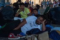 Ca. 30 Fluechtlinge aus ueber 10 Laendern aus Afrika und Asien sind am Donnerstag den 17. Juli 2014 vor dem Brandenburger Tor in den Hungersteik getreten. Sie fordern einen sicheren Aufenhalt in Deutschland und ein Bleiberecht.<br /> Es ist bereits der 3. Hungerstreik von Fluechtlingen an dieser Stelle.<br /> 17.7.2014, Berlin<br /> Copyright: Christian-Ditsch.de<br /> [Inhaltsveraendernde Manipulation des Fotos nur nach ausdruecklicher Genehmigung des Fotografen. Vereinbarungen ueber Abtretung von Persoenlichkeitsrechten/Model Release der abgebildeten Person/Personen liegen nicht vor. NO MODEL RELEASE! Don't publish without copyright Christian-Ditsch.de, Veroeffentlichung nur mit Fotografennennung, sowie gegen Honorar, MwSt. und Beleg. Konto: I N G - D i B a, IBAN DE58500105175400192269, BIC INGDDEFFXXX, Kontakt: post@christian-ditsch.de<br /> Urhebervermerk wird gemaess Paragraph 13 UHG verlangt.]