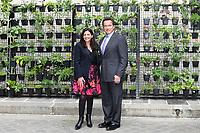 ARNOLD SCHWARZENEGGER - ANNE HIDALGO - signature d'une convention de cooperation entre le C40 et le R20, pour unir les forces des deux reseaux en faveur de la lutte contre le dereglement climatique - 28/4/2017 - Hotel de Ville de Paris - France